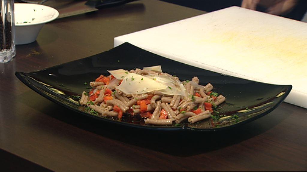 Cipolla, Curry, Peperone e Pecorino nelle Rustiche Caserecce al Farro (Ricetta con Glutine)