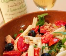 Veloci, Facili e Poche Calorie! Le Caserecce di Riso Rustiche con Pomodorini, Tonno e Olive – FOTO e VIDEO
