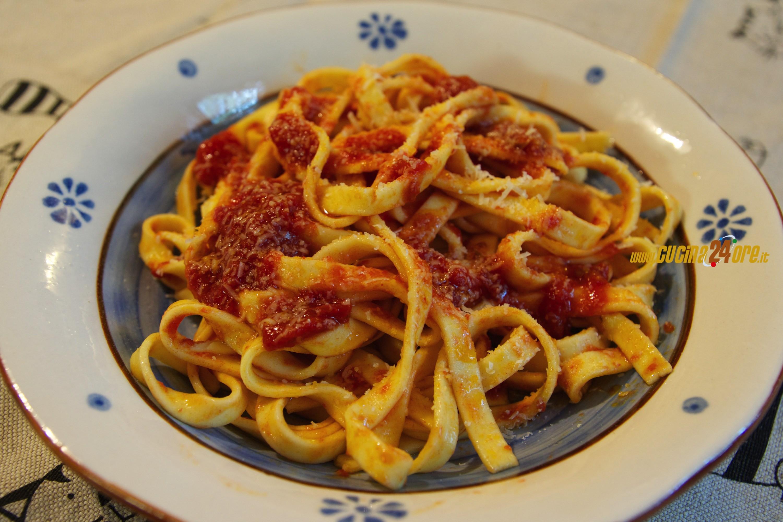 Come le Faceva la Nonna. Le Fettuccine Fatte a Mano con Sugo di Carne Senza Glutine – FOTO e VIDEO