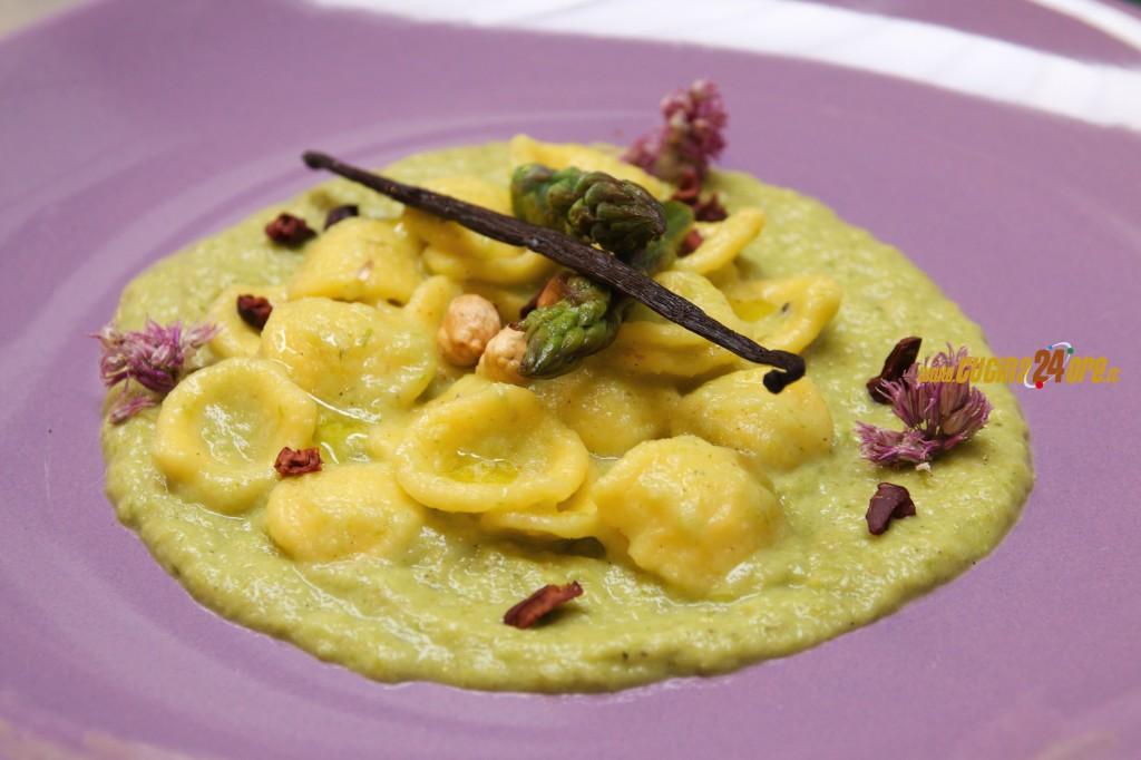 Orecchiette con Asparagi, Vaniglia, Fave di Cacao Senza Glutine di Marcello Ferrarini
