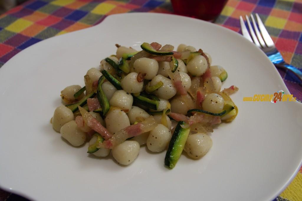 Gnocchi con Fiammiferi di Zucchine e Guanciale Senza Glutine FOTO e VIDEO