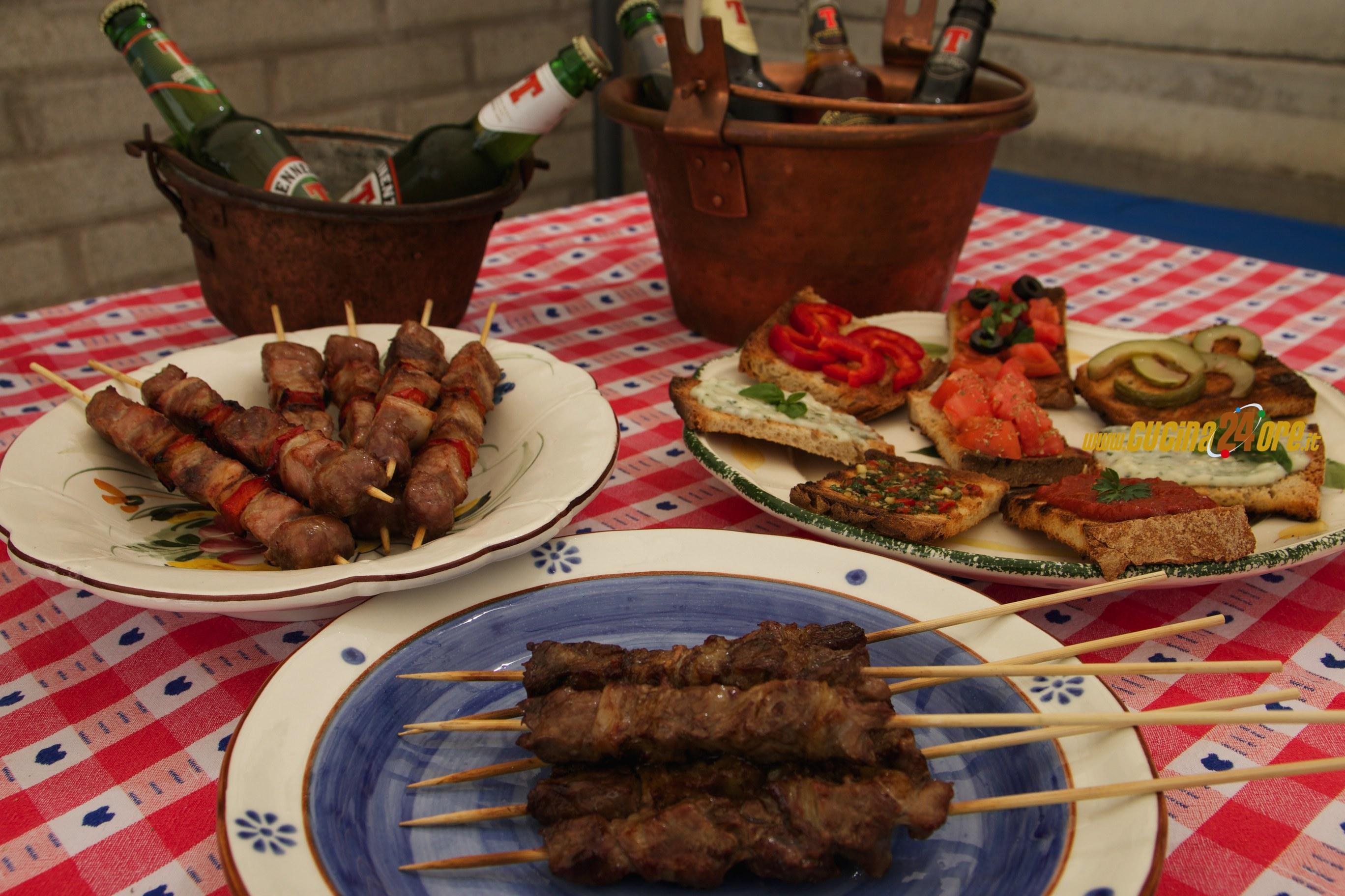"""Salsa Argentina """"Chimichurri"""" – Come Cucinare degli Ottimi Arrosticini Abruzzesi Con Mix di Bruschette"""