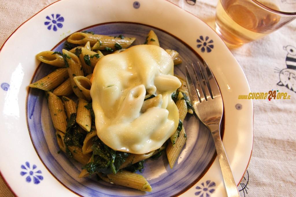Vegetariano e Ricco di Fibre! Penne Integrali con Spinaci e Scamorza Affumicata – FOTO e VIDEO