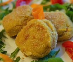 Vegetariane, Facili e Gustose, le Polpette di Ceci con Salsa ai 4 Formaggi