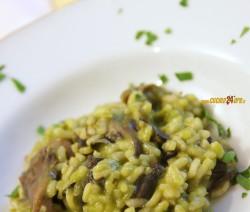 Risotto Cremoso Verde ai Funghi – Light, Vegetariano e Senza Glutine