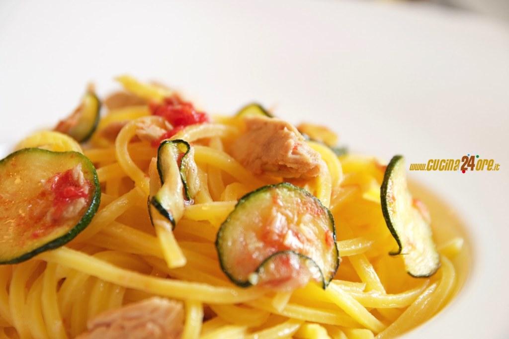 Spaghetti alla Chitarra Con Tonno e Zucchine – Primo Velocissimo Anche Senza Glutine