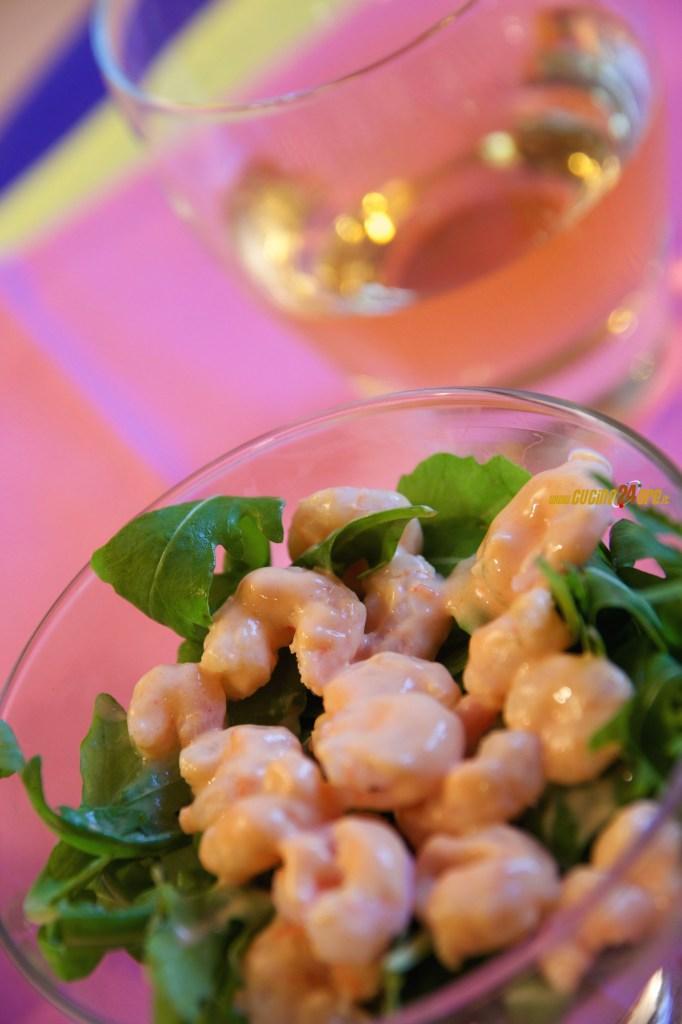 Cocktail di Gamberetti Con Salsa Rosa e Rucola – Antipasto Classico Senza Glutine