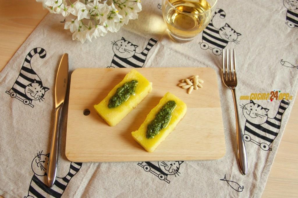Crostini di Polenta Con Pesto Al Basilico – Antipasto Vegetariano