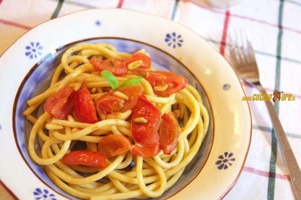 Bucatini Con Acciughe, Pomodorini e Pinoli Senza Glutine
