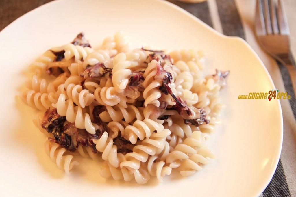 Fusilli alla Quinoa con Radicchio e Stracchino Senza Nichel, Glutine e Mais – Ricetta Facile e Velocissima!