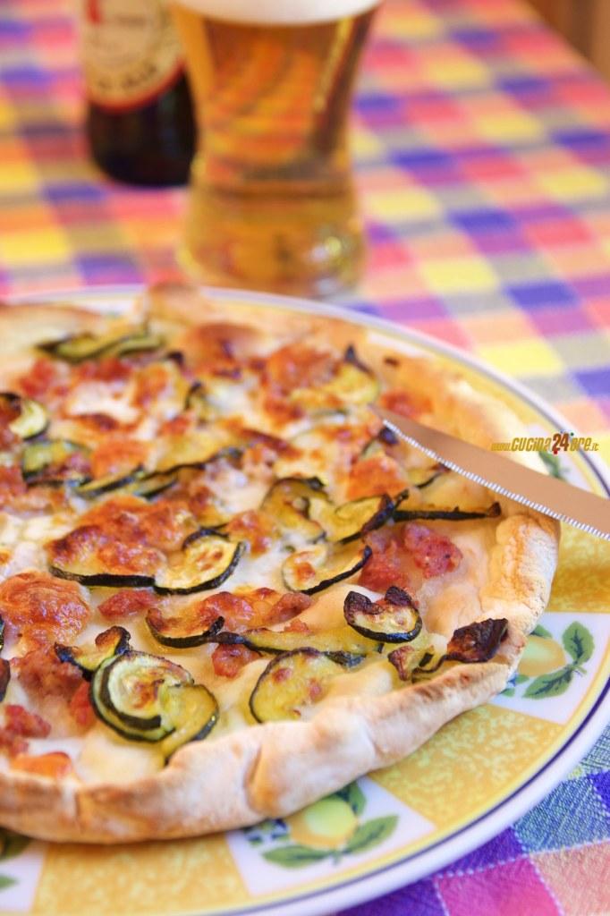 Pizza Senza Glutine con Salsiccia, Zucchine e Stracchino