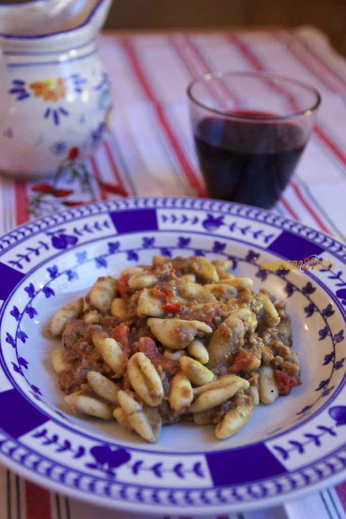 Cavatelli con Crema di Lenticchie e Sbriciolata di Salsicce | Cavatelli with Lentil Cream and Sausage Shredded