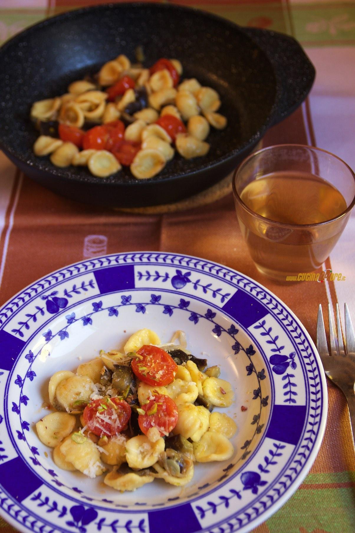 Orecchiette con Melanzane, Pomodorini e Porro – Pasta Vegetariana e Colorata