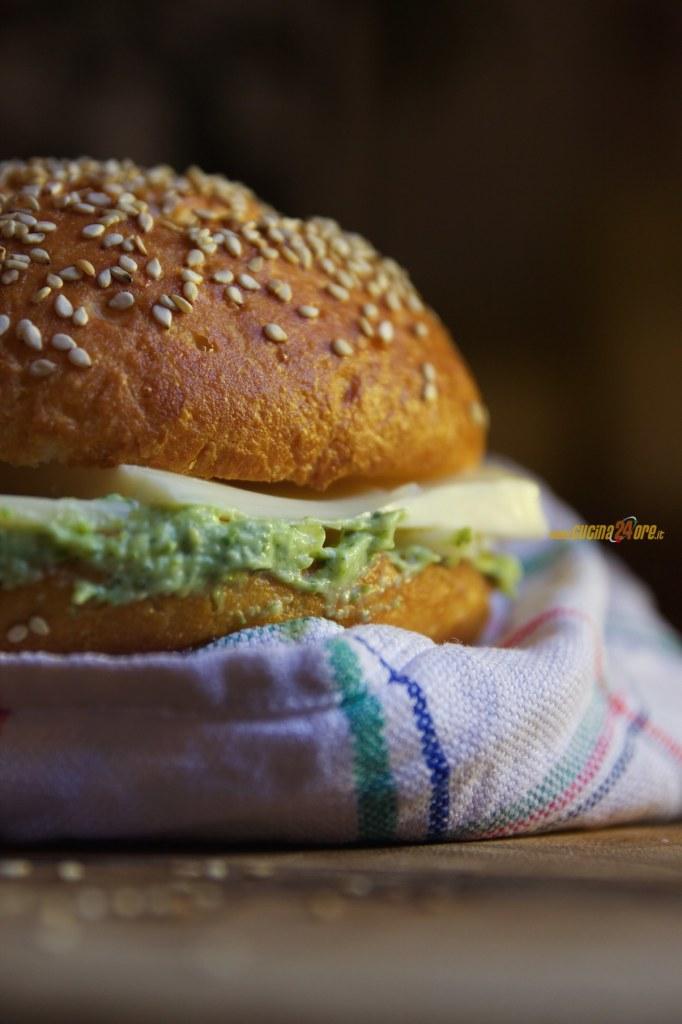 Panini al Latte Senza Glutine con Crema di Zucchine e Formaggio Svizzero