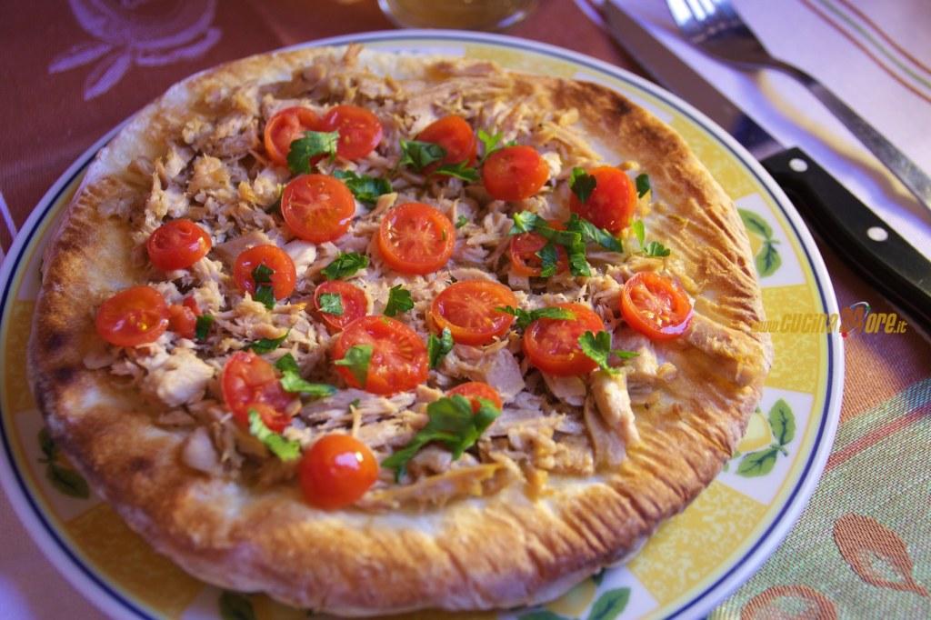 Pizza Senza Glutine con Tonno Al Prezzemolo e Pomodorini
