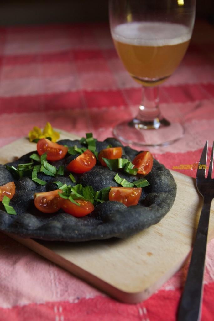 Frittelle Nere Pomodorini e Rucola. Come Usare il Carbone Vegetale