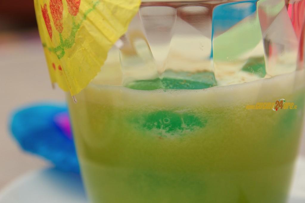 Centrifugato Depurativo di Ananas, Mele, Sedano e Noce Moscata