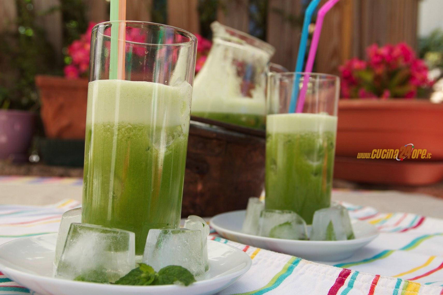 Centrifugato Ananas, Mela Verde, Menta e Spinaci – Depurativo e Disintossicante