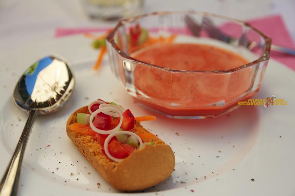 Zuppa Fredda di Verdure Centrifugate Con Crostini