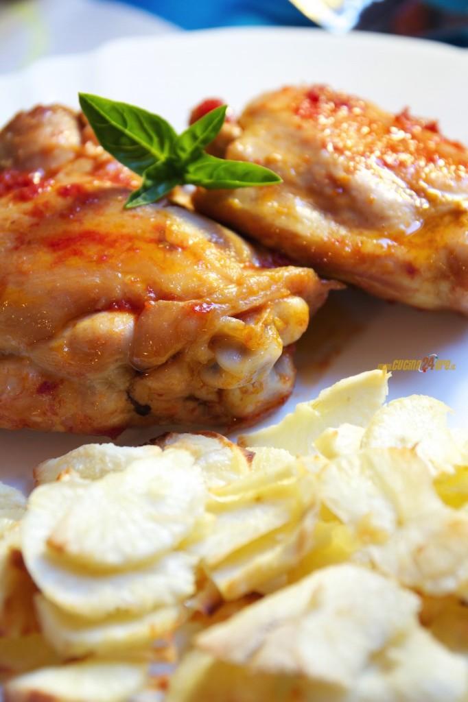 Coscette Di Pollo Con Salsa di Pomodoro e Fettine di Yuca Al Forno