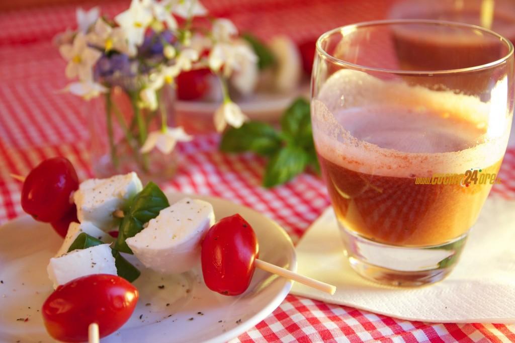 Bocconcini di Mozzarella di Bufala con Centrifugato di Pomodoro e Basilico Fresco – Ottimo Anche Senza Centrifuga