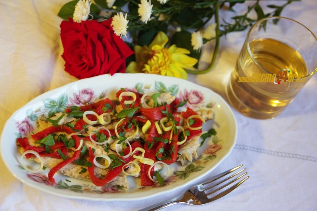 Sgombro Saporito Con Peperoni Arrosto, Porro e Prezzemolo