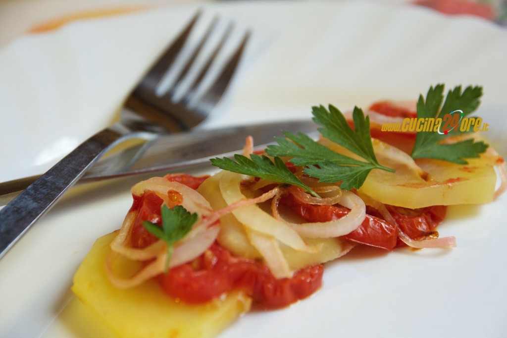 Tiella Povera con Patate, Cipolle e Pomodori – Contorno Tipico Abruzzese