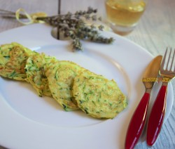 Street Food all'Italiana. Frittelle di Zucchine Con Farina di Riso – Piatto Leggero Senza Glutine e Nichel