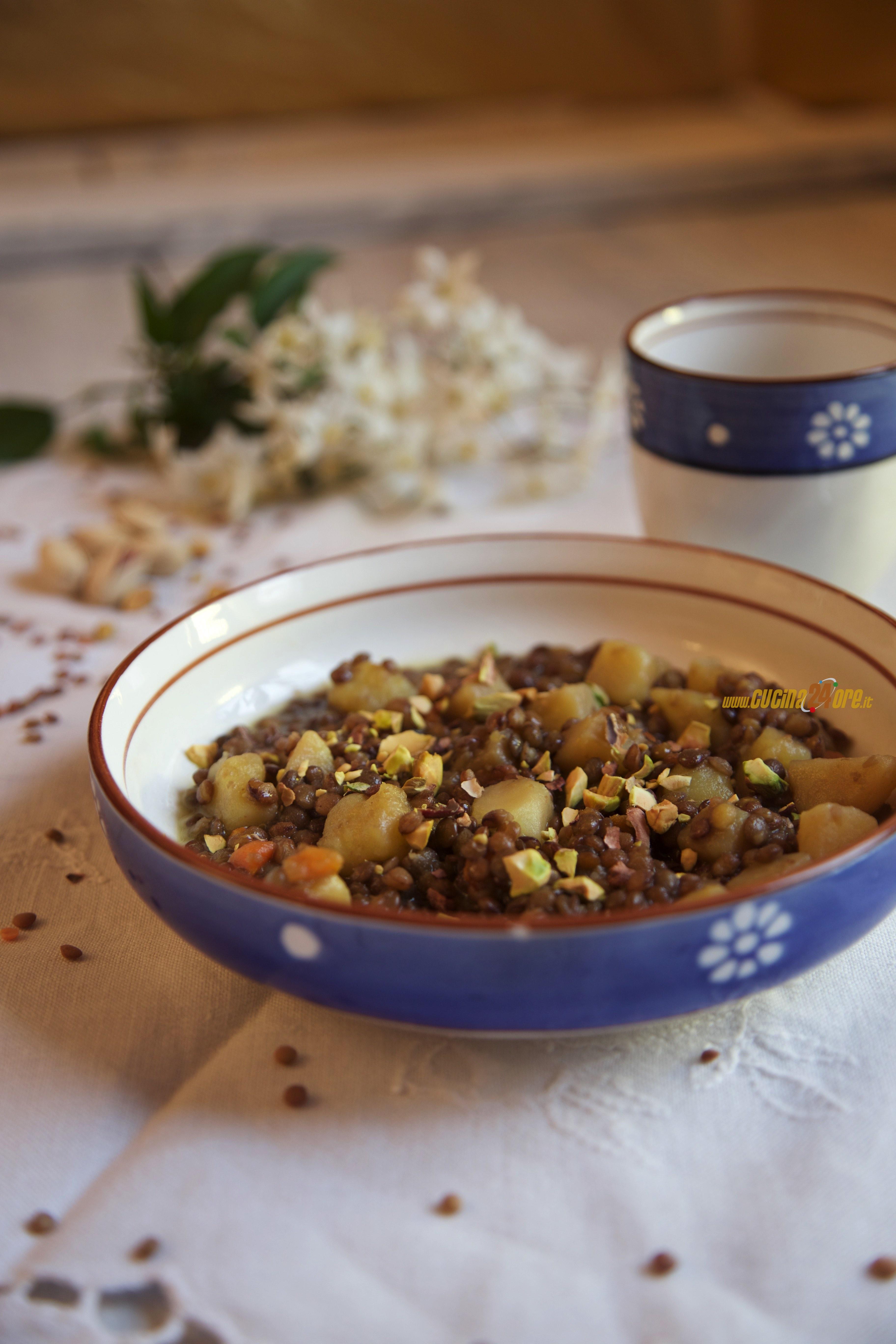 Zuppa di Lenticchie con Trito di Pistacchi Per Il Cenone di Capodanno