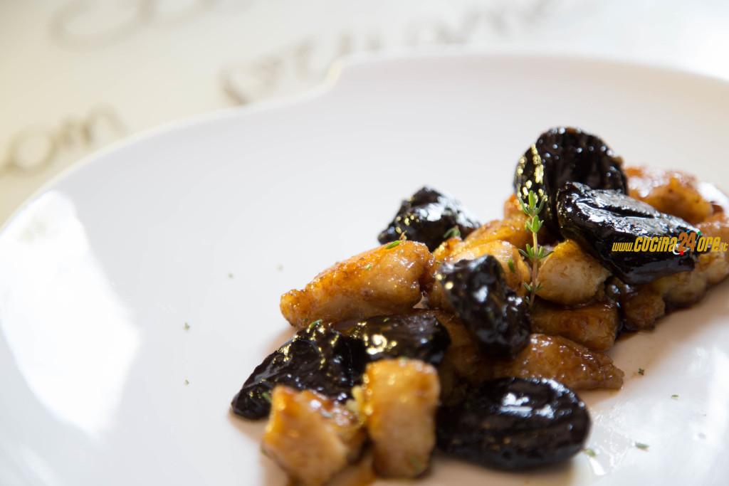 Il frutto dimagrante e lassativo per eccellenza, le prugne! I nostri bocconcini cremosi di pollo con prugne secche all'aceto balsamico