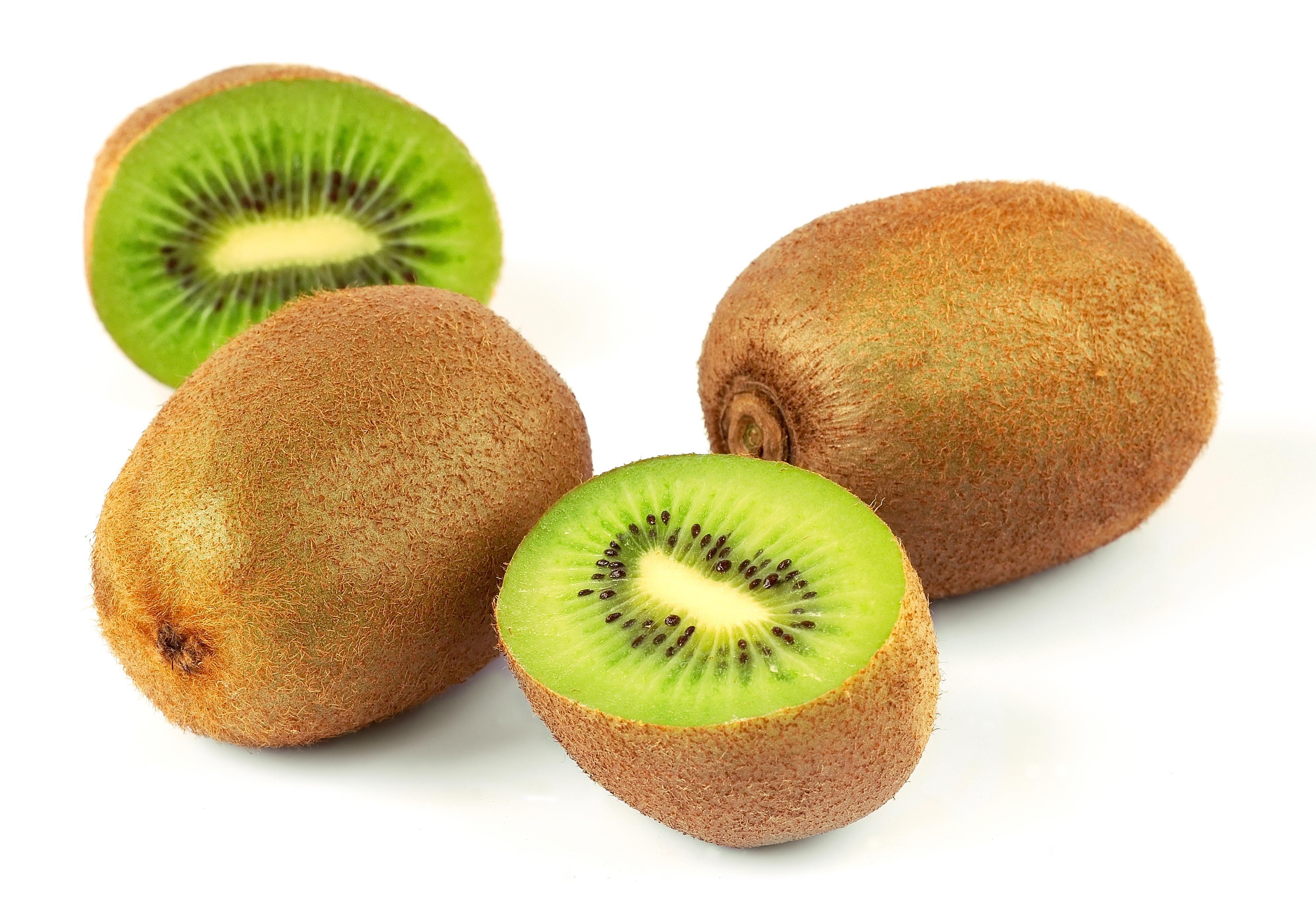 Il frutto salva dieta, il kiwi – L'insalata con indivia, kiwi, noci e radicchio