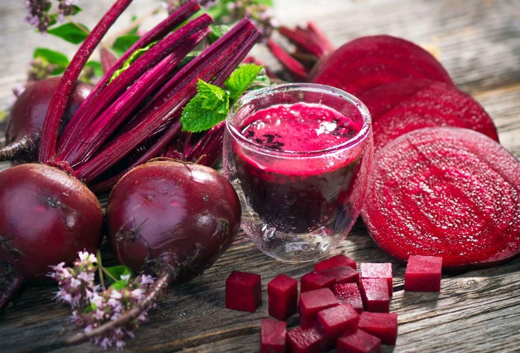 La barbiabietola combatte tumore e anemia. L'insalata di barbabietole rosse, patate e cipolla di tropea