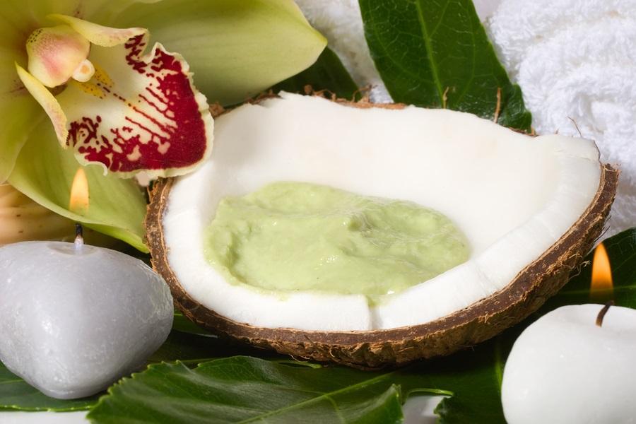 Scopri il segreto dei frutti orientali! L'insalata di avocado, cocco, arance e lime