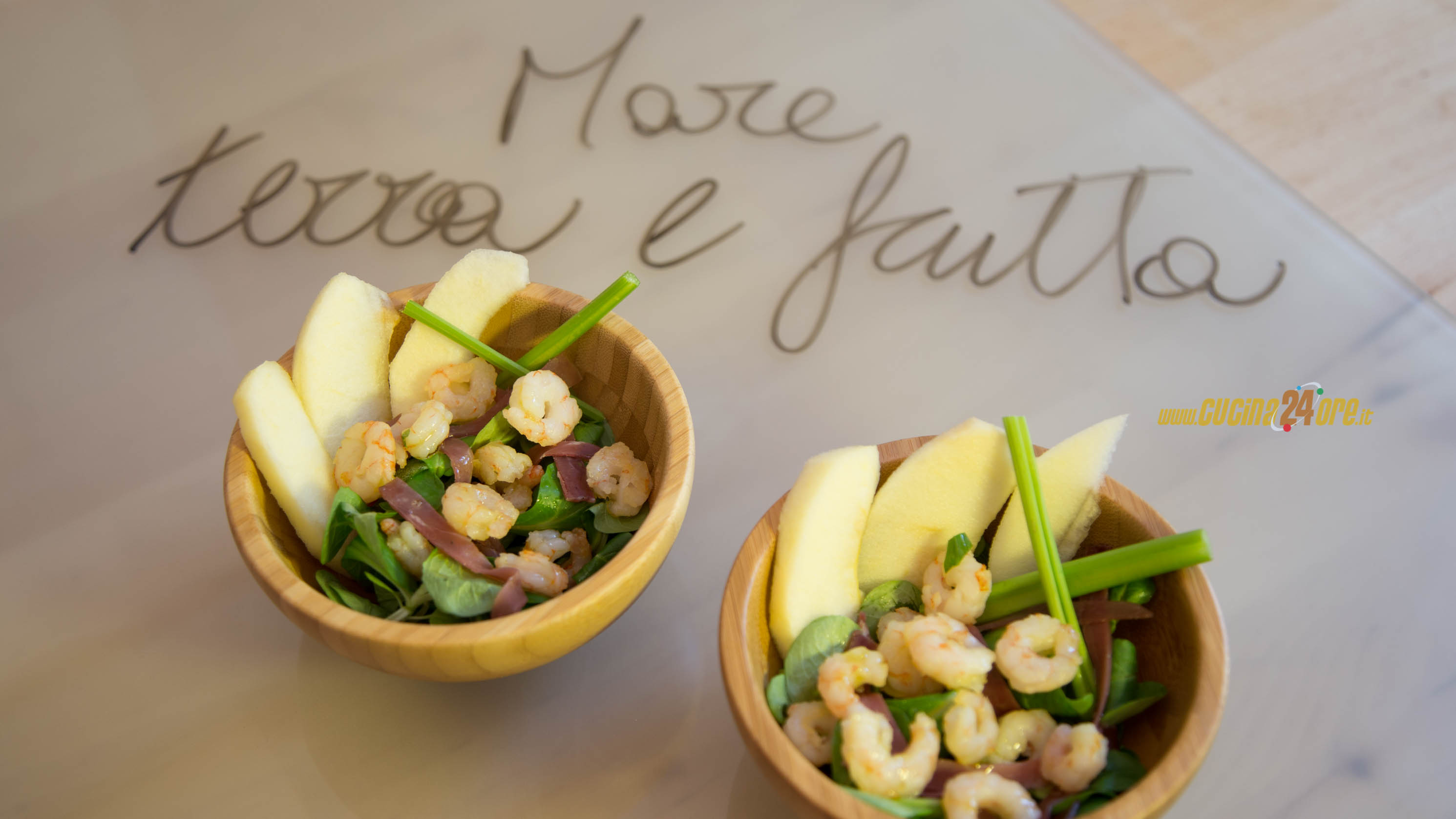 Mare, terra e frutta – Gamberetti, mele pink lady, bresaola e sedano