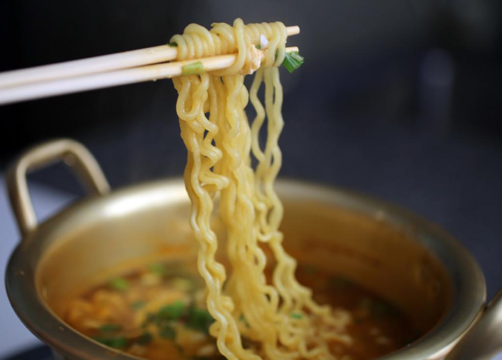 Noodles, ricchi di fibre e proteine – Noodels con pollo e verdure in agrodolce