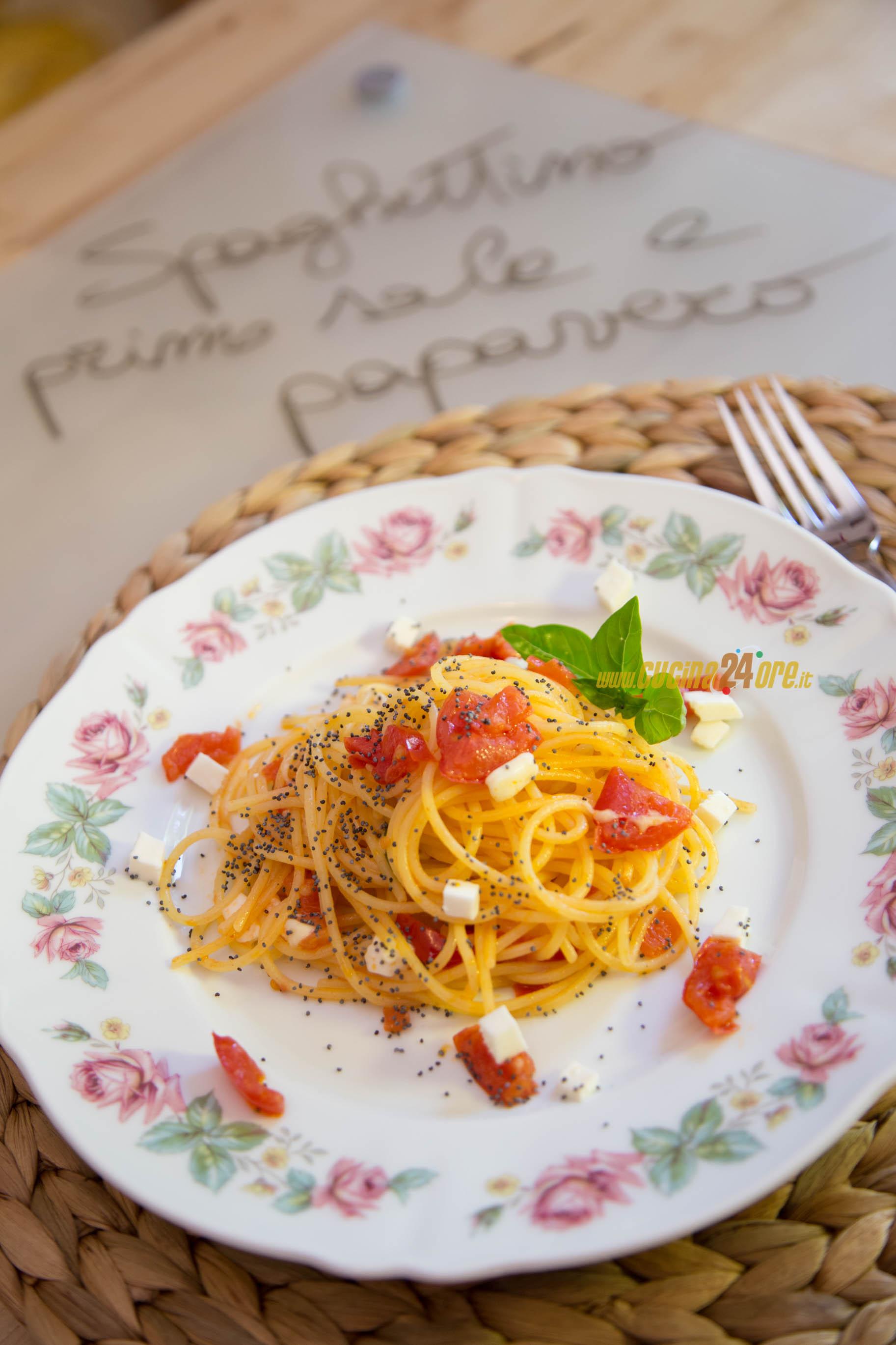Spaghetti pomodorini, primo sale e semi di papavero