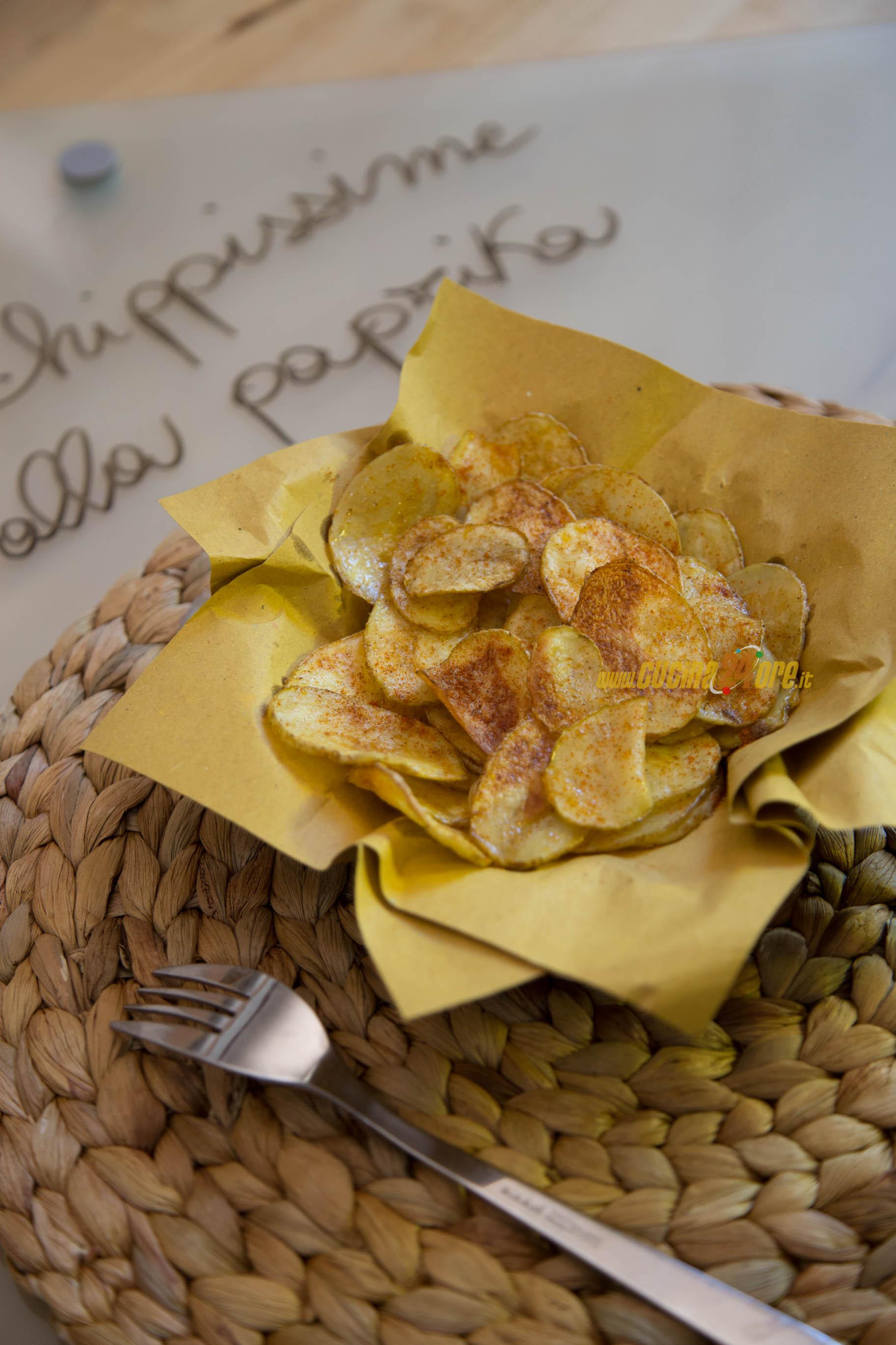 Due ingredienti per rendere esplovive le solite patate – Chippissime alla paprika dolce, non fritte