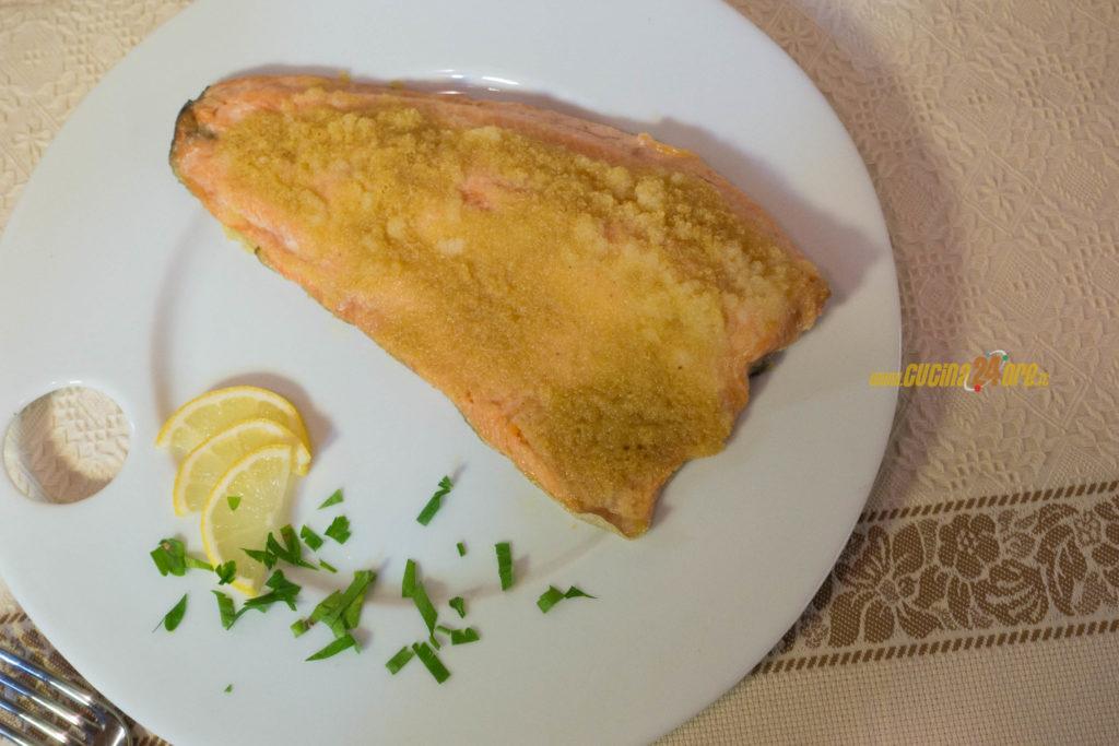"""Il pesce delle feste, la """"Trota Salmonata Sabbiosa"""" al microonde senza nichel in 15 minuti"""