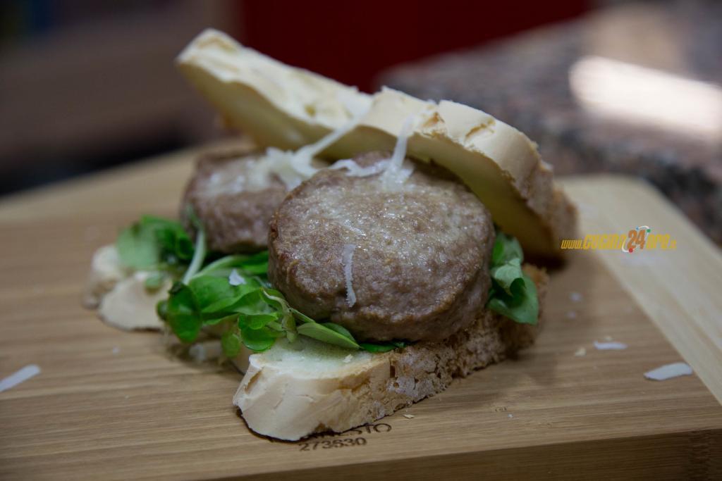 Mini Burger di Carne Senza Glutine, in 7 Minuti al Microonde
