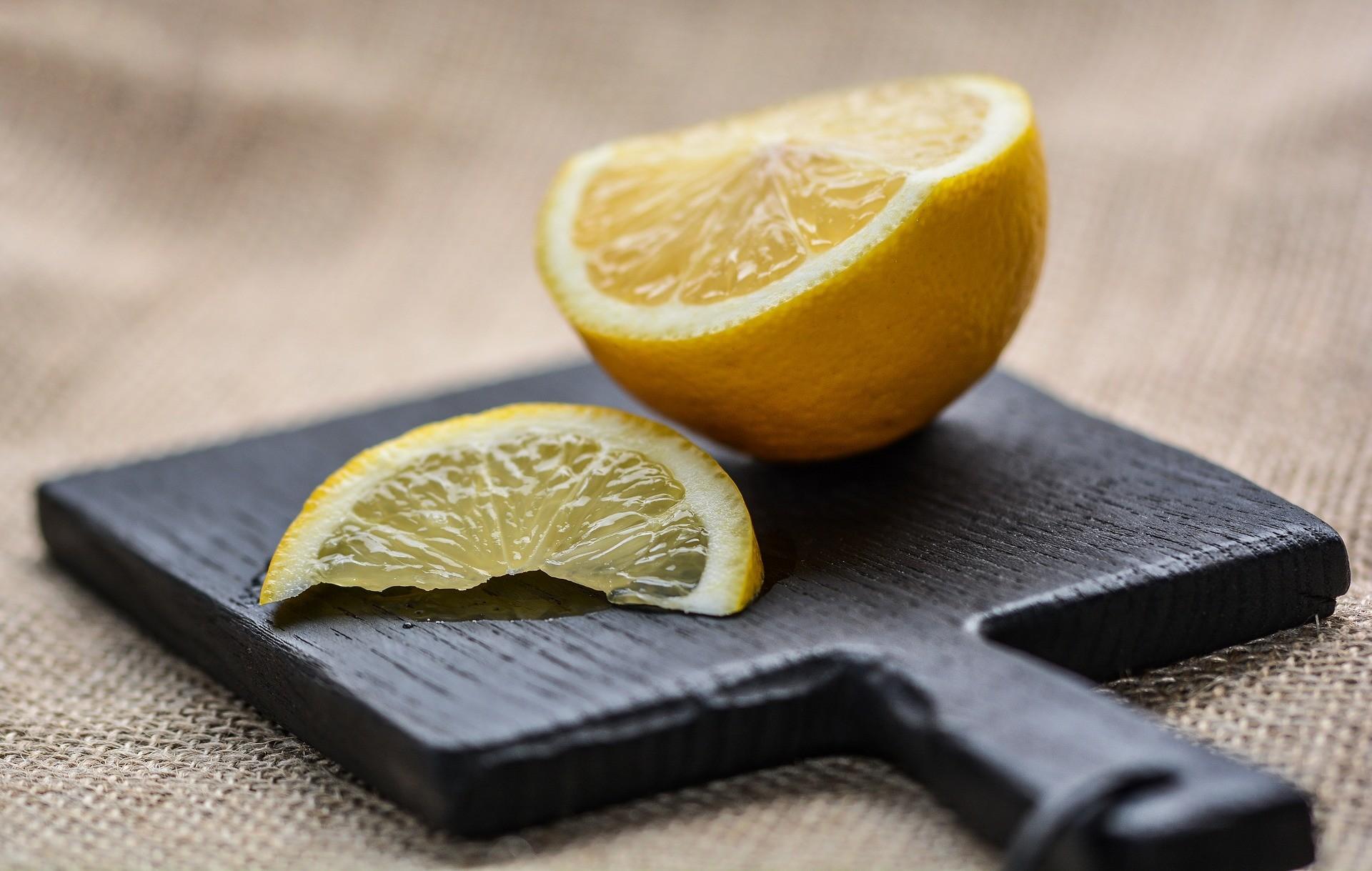 Aroma di Limone Fatto in Casa al Microonde, Tutto Naturale e a Lunga Conservazione