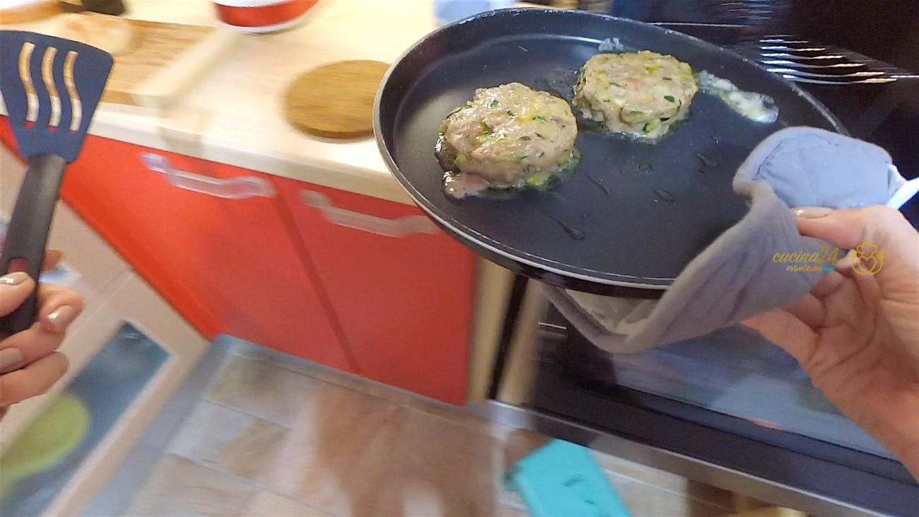 Mini burger al forno con zucchine senza glutine e senza for Cucinare hamburger microonde
