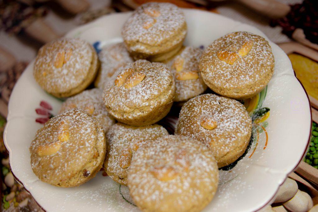 Muffin LIGHT Senza Uova, Latte, Lievito e Glutine con Arachidi, Zucchero di Canna e Cannella – Morbidissimi!