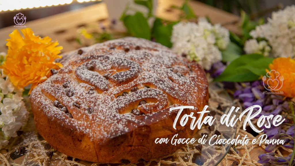Torta di Rose per la Festa della Mamma con Gocce di Cioccolato Senza Glutine e Senza Burro con Panna nell'Impasto