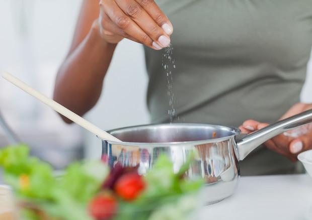 Troppo sale a tavola mette ko le difese immunitarie