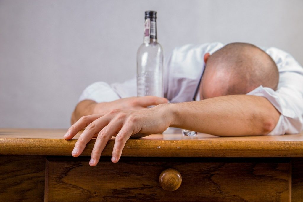 Allarme Alcolismo Post Coronavirus: Parte il Sondaggio per la Prevenzione