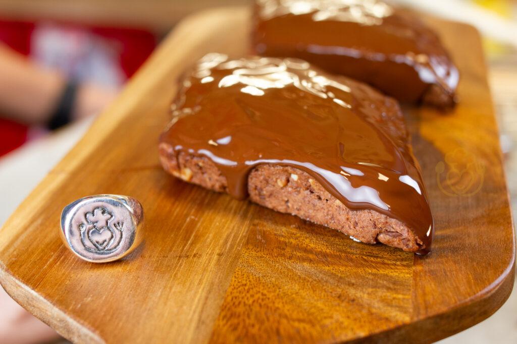 Mostaccioli, Biscotti di Natale Senza Glutine Cacao, Mandorle e Cannella Senza Mattarello e Senza Stampo!