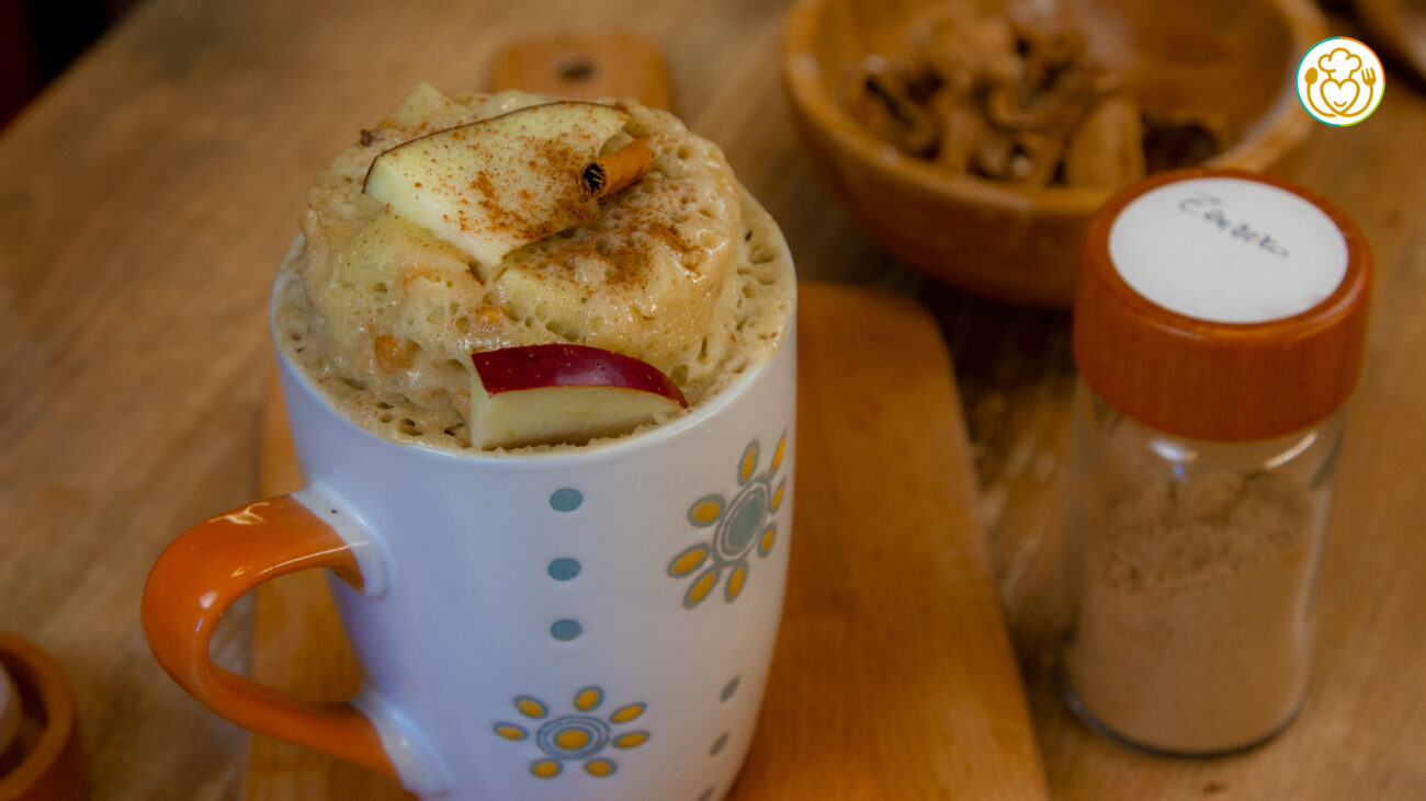Torta in Tazza di Natale Senza Glutine e Lattosio Pronta in 5 minuti