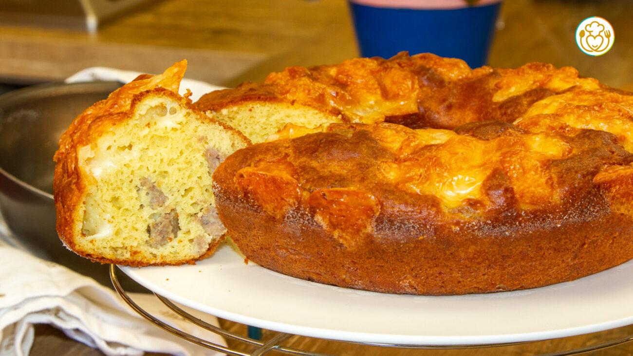 Torta Salata Istantanea Farcita con Salsiccia e Scamorza Senza Lievito di Birra