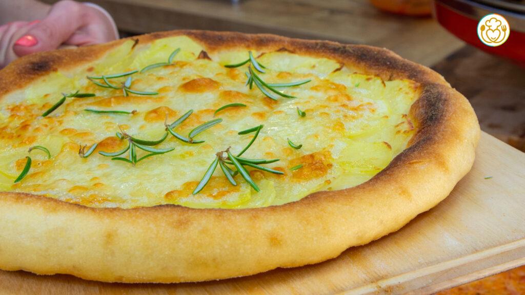 Pizza Senza Glutine con Qualsiasi Mix con Patate e Mozzarella